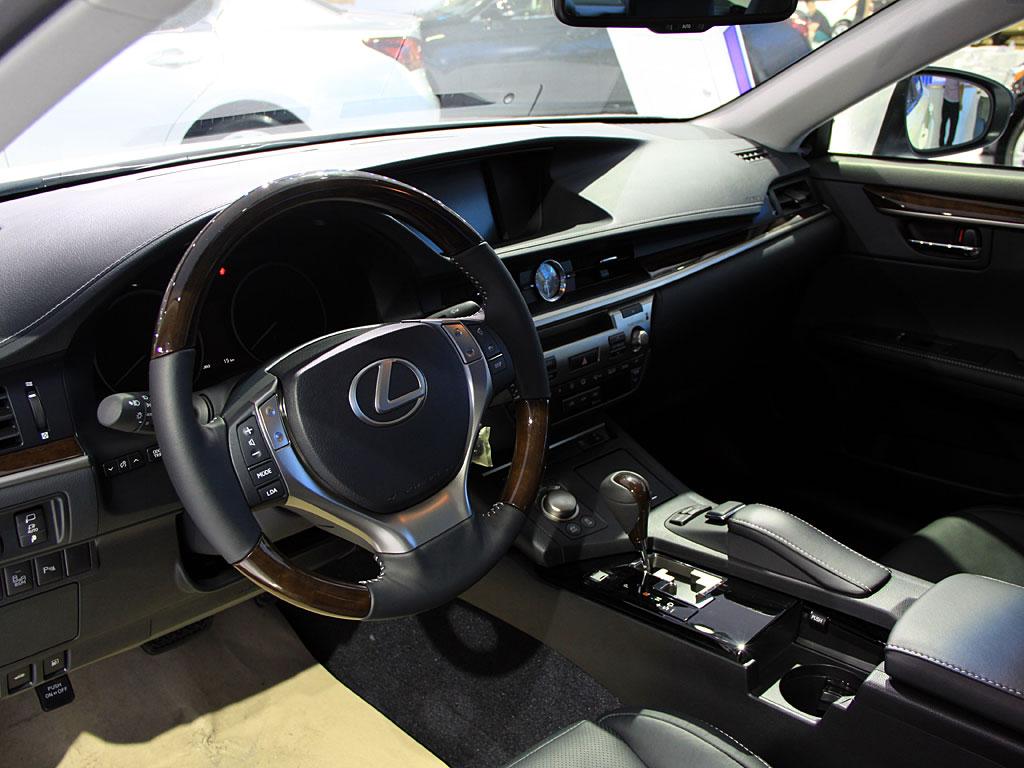 制表 天津雷克萨斯ES购车让利2万元 少量现车销售图片