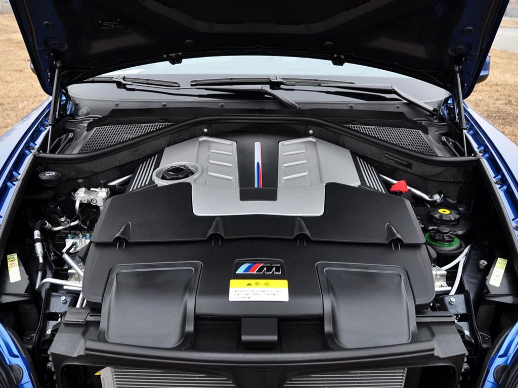 蓝色宝马x5 2010款 m发动机