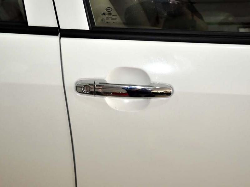白色比亚迪F3车门外把手高清图片