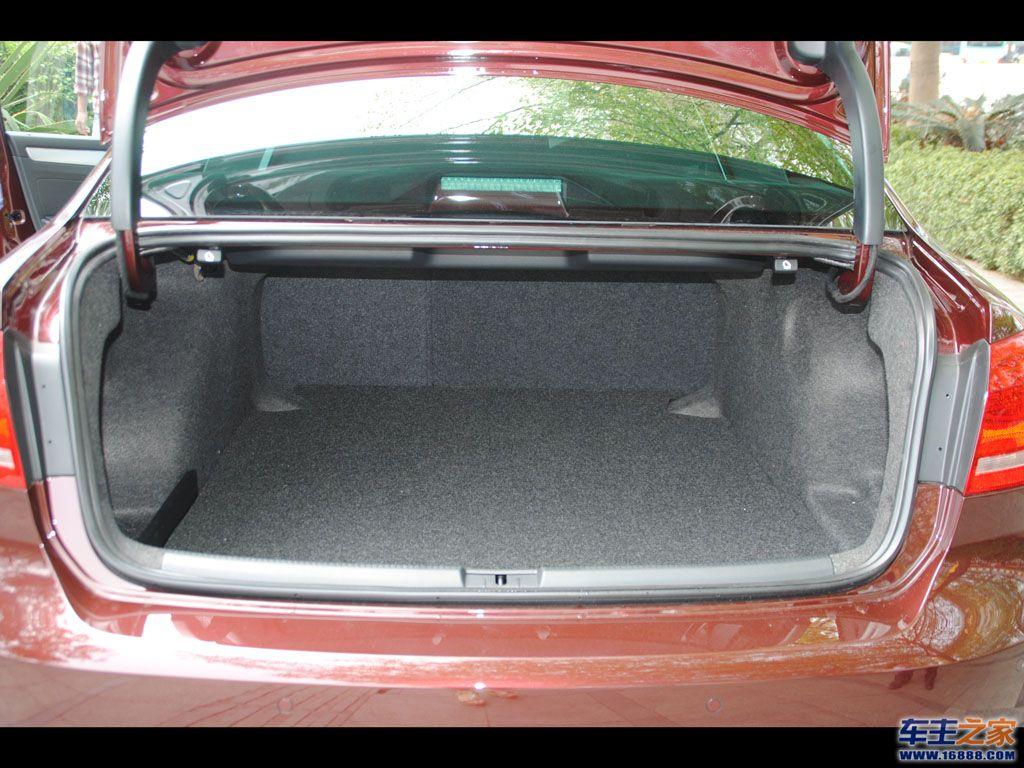 后背箱 汽车后备箱 后备箱高清图片