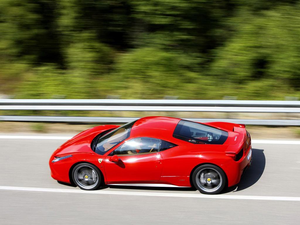 红色法拉利458 italia侧面高清图片 法拉利458壁纸图片