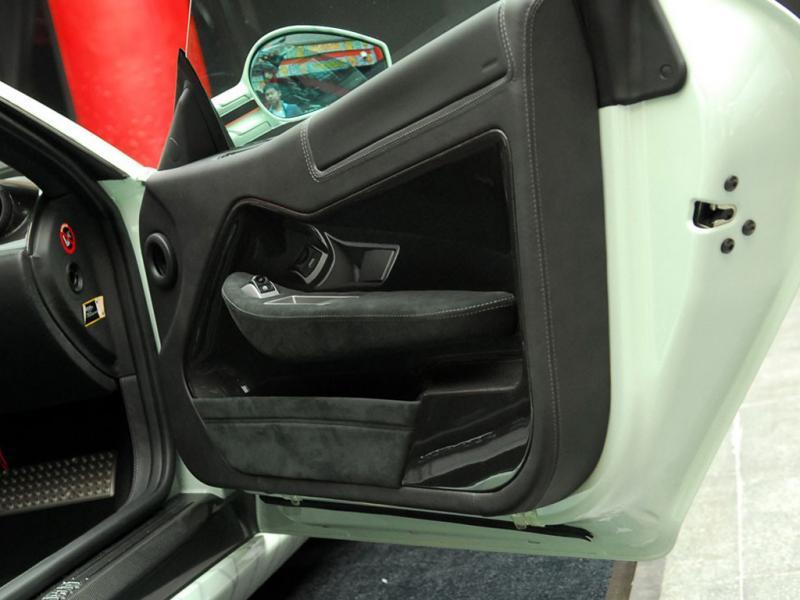 法拉利599白色2009款 艺术典藏跑车右前门内饰高清图片