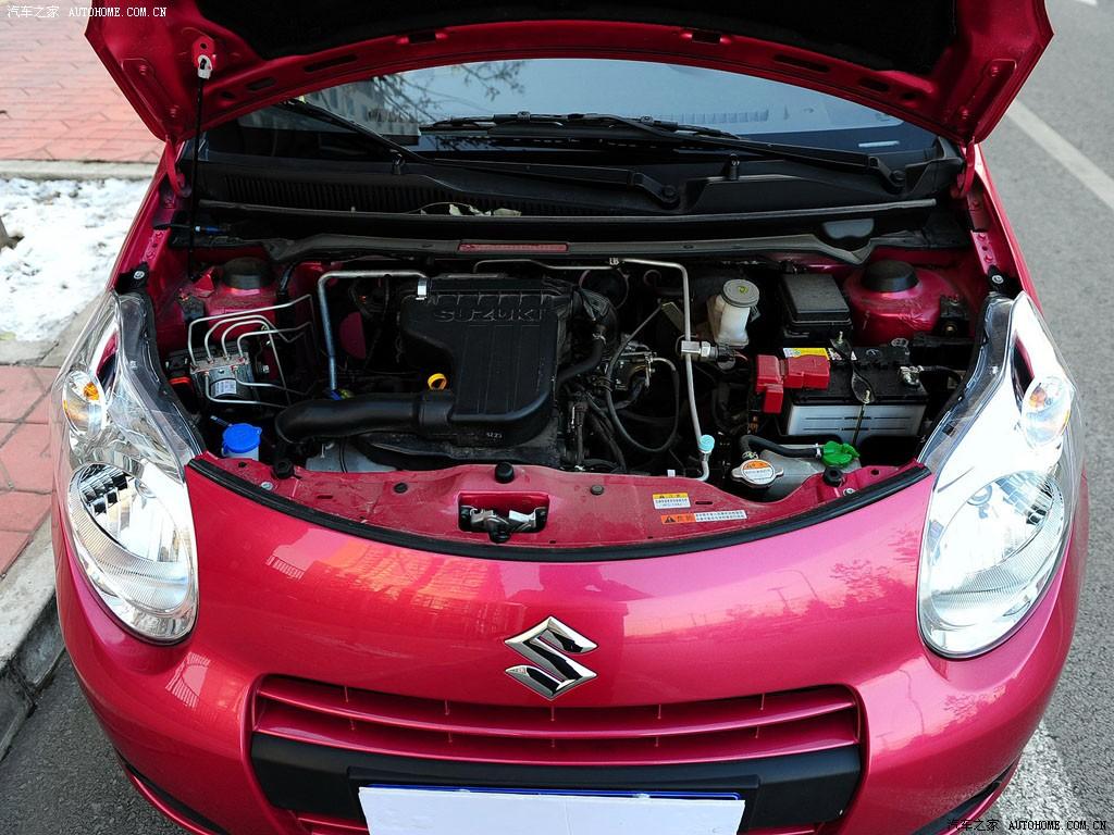 红色新奥拓发动机高清图片