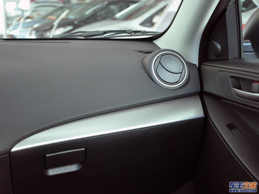 马自达3星骋前排右侧空调出风口