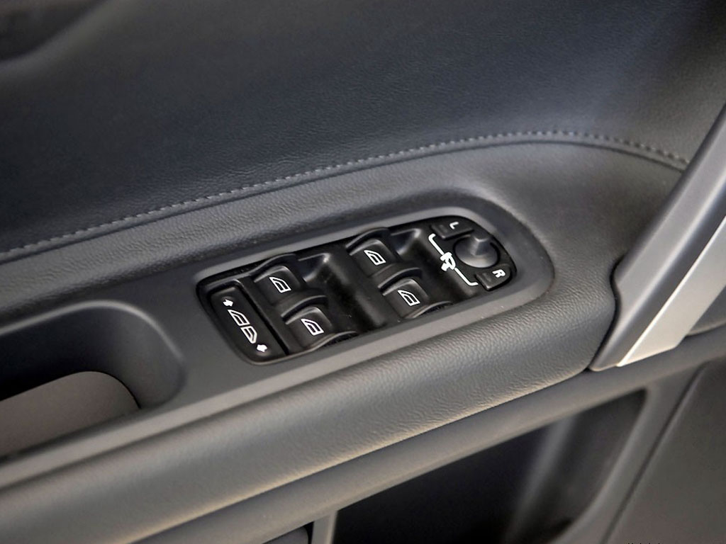 沃尔沃c70车门内侧控制按钮高清图片 沃尔沃c70壁纸图片 高清图片