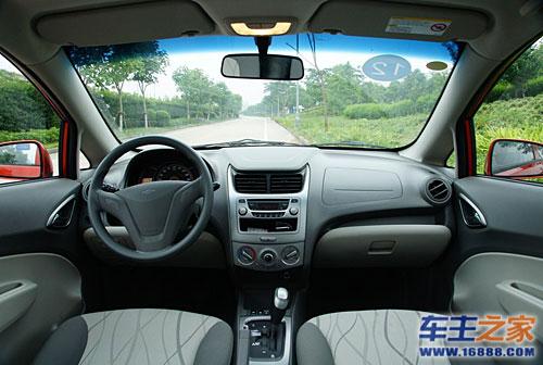 新赛欧的首保工作主要是换机油、机滤,测胎压和换机油.   保高清图片
