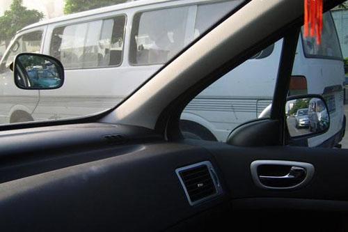 【超车从哪边超】安全超车有讲究 要注意观察周围情况
