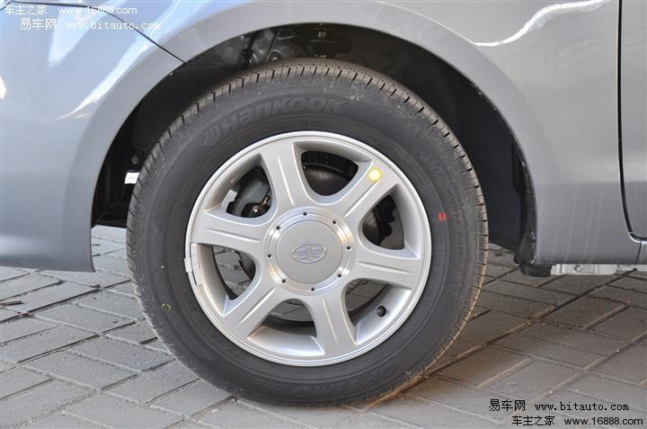 趋势.夏利n5的优势在于它的同型号同花纹的全尺寸备胎,在紧高清图片