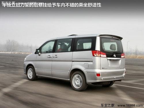 同时帅客车头的设计,也进一步增强了行驶安全性