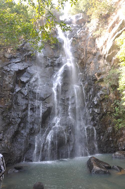 壁纸 风景 旅游 瀑布 山水 桌面 500_753 竖版 竖屏 手机