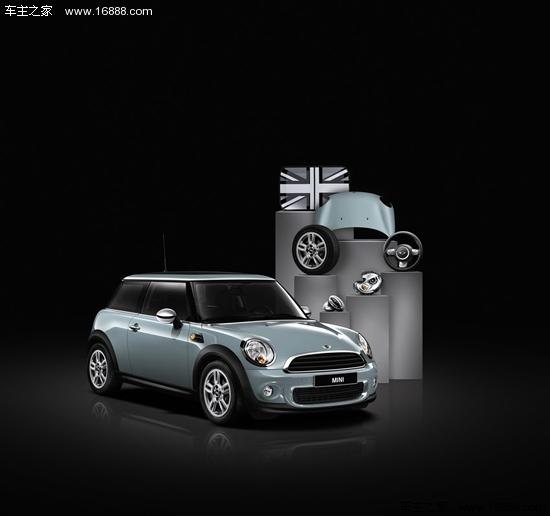 黑白米字旗贴纸彰显出车主特立独行的品味.镀铬外后视镜盖和