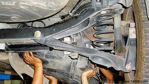 风扇皮带断裂 出现汽车故障时应如何做图片