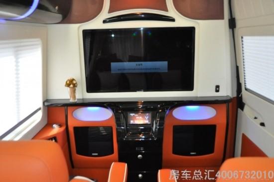 如果说奔驰维达莱斯房车4座是为了商旅生活准备的,那么这款高清图片