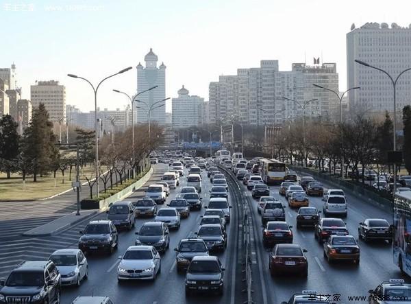 北京堵车高峰_圣诞前夜北京遇大堵车 长安街变停车场