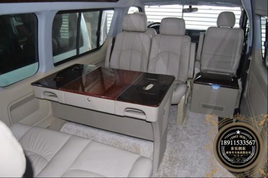丰田海狮作为丰田家族高端商旅用车,进入中国以来一直深受消费者喜爱,主要以政府采购和商务用车为主。车厢宽敞,舒适性高,高挂刹车灯和安全扶手等充分体现了丰田对于安全的重视。丰田海狮面包车纵观国内进口汽车市场,要找到一款进口的中型客车实属不易。全新丰田海狮是为数不多的进口面包车(10座以上)之一。 【诚信至上,用心服务】VIP咨询热线:18911533567 张章