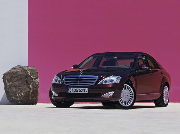 奔驰s级作为奔驰轿车家族中的旗舰车型其维修和保养价格自
