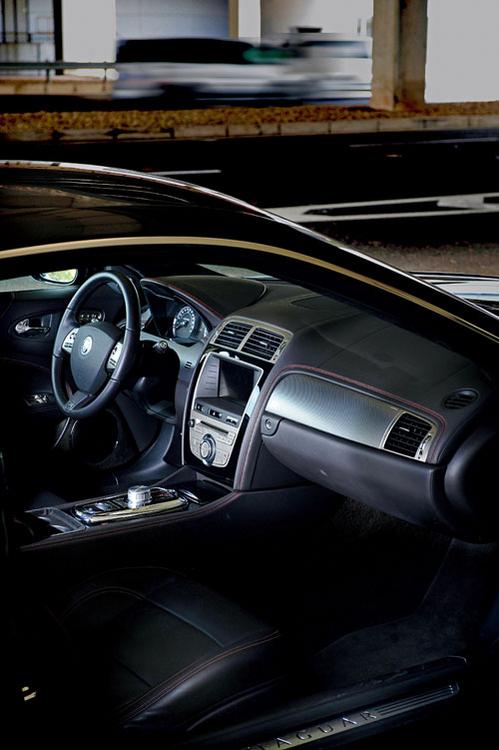 方向盘的捷豹标识-风速与风度 捷豹XKR带来的极度驾驶乐趣高清图片